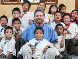 Peter-Vanicek-with-kids-in-Nepal_crop