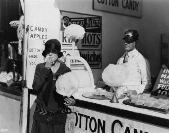 Antque_cotton_candy_eating
